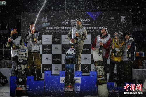 沸雪世界單板滑雪賽收官 世界名將爭奪平昌門票