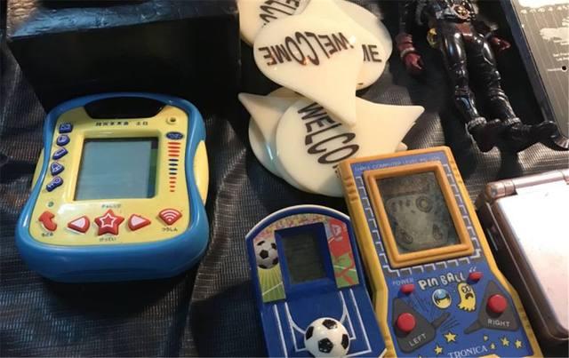 澳门银河网址:小时候打龙珠升级和马里奥小游戏的游戏机