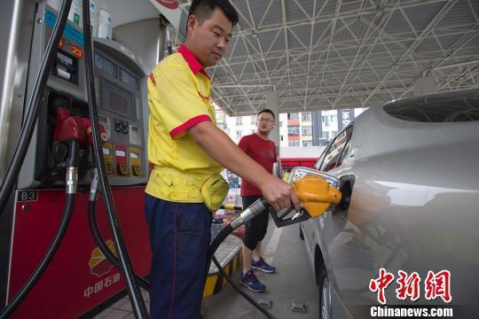 多部門:11月1日起停售硫含量大於10ppm普通柴油
