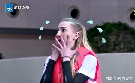 王大陆上演美女救美,注意一旁阚清子的反粉花旗袍英雄图片