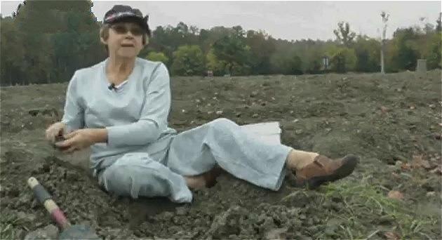 女孩在公园里捡到颗2.65克拉钻石