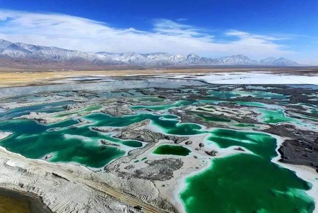青海省海西蒙古族藏族自治州柴旦镇西北约十公里处,在大柴旦盐湖东北
