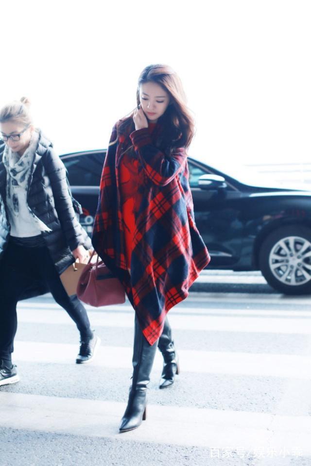 安以轩王鸥穿皮靴格纹衬衫配美女,一个魅力十低短红色帮图片