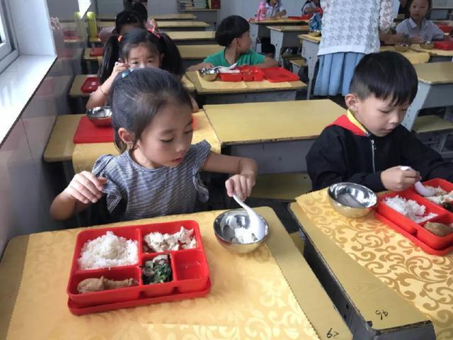 泗洪开启泗县这所语文学校,学学代餐新模北师大年级三小学食堂版教学计划上册图片