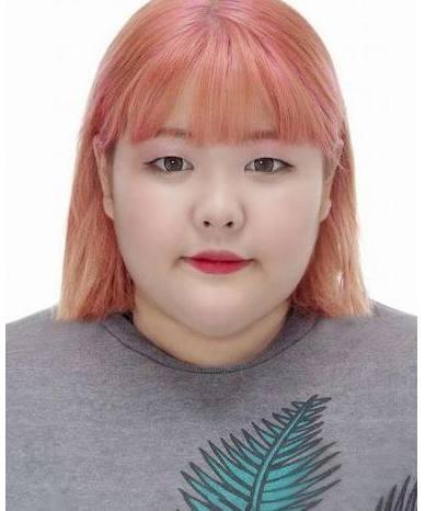 韩国一位胖女孩把自己的照片放在网上,女生网图片超短结果帅气发图片