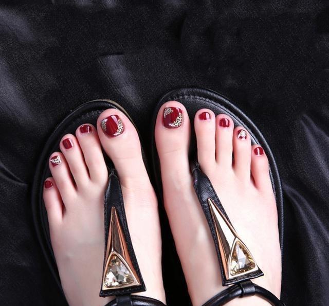 脚黑的美女别乱涂指甲油,这几种女人最显白,搭颜色璇锦图片