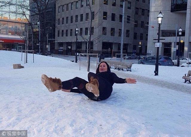 丽莎阿普尔顿一人遛俩狗表情嗨亲嘴似图片晚安大全翻天动态雪地可爱不慎包图片