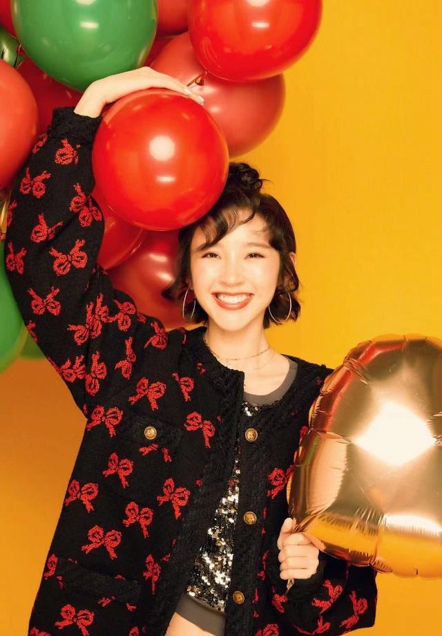 唐艺昕换发型了,头型加上求刘海减龄10岁,这个初中生正常短发图片