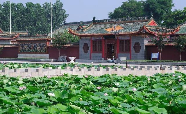 游东明万福庄子,看公园书画院、碑林高中狮峰盛世图片