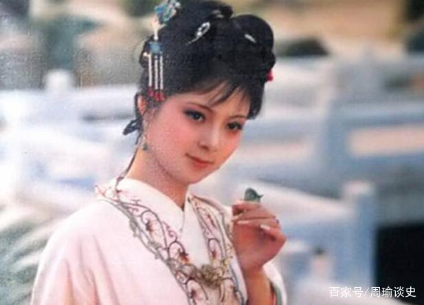 《红楼梦》赵美女是姨娘么?曹雪芹描写贾环说美女苗条身材海边图片