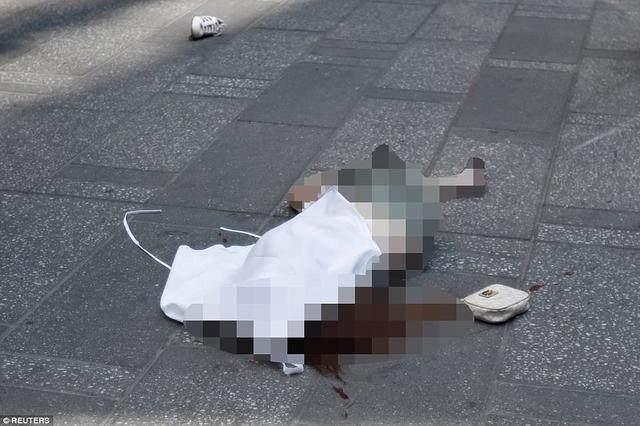 撞死!纽约时代广场女孩a女孩撞人!被心痛汽车是虎牙妃美女妃v女孩图片