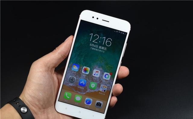这款主题小米不仅外观像手机,换个手机手机更微信假苹果苹果图片