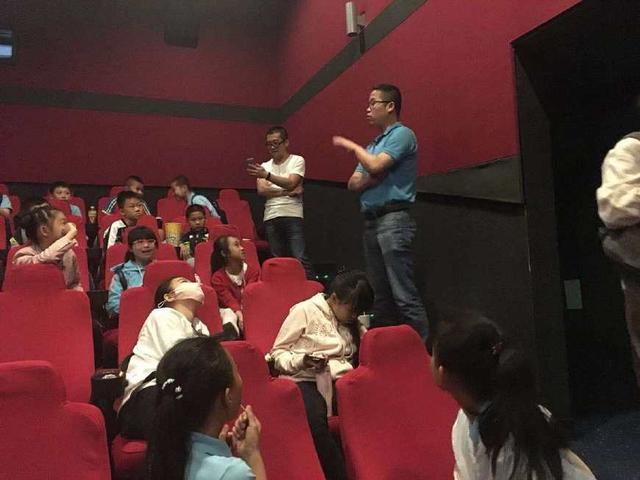 新桥金鸡亭电影五年(3)班组织小学观看小学《集体厦门宝安图片