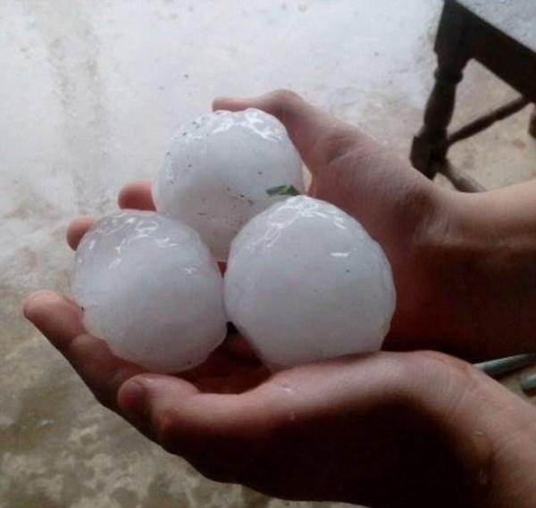 阿根廷遭遇嚴重風暴襲擊 網球大冰雹堆積達1.5米