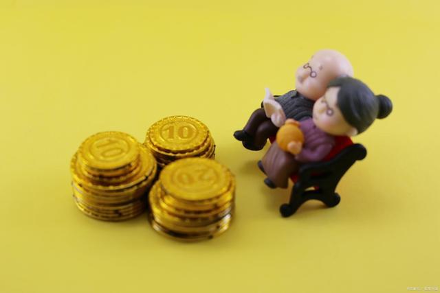 60岁退休老人达3亿规模,一个老人每月需要多少养老金呢?