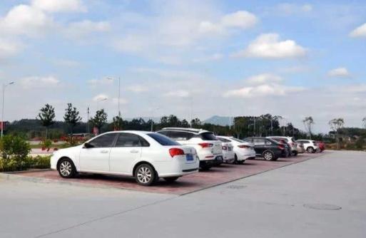新型停车位一改往日风格,500车位变身800,还