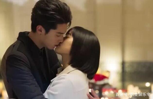 王鹤棣和沈月拍吻戏多次笑场,沈月气到擦嘴巴