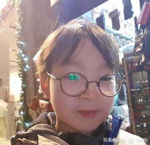 还记得韩国三胞胎大韩民国万岁吗?如今帅出新
