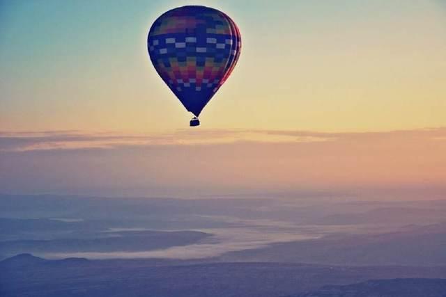 热气球最多的国家,在天空上和白云玩耍
