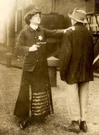 历史:Alice Stebbins Wells,美国第一位女警察!