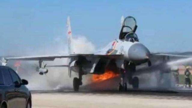 中国航母飞行员不是牺牲品!从王伟驾歼-8难弹