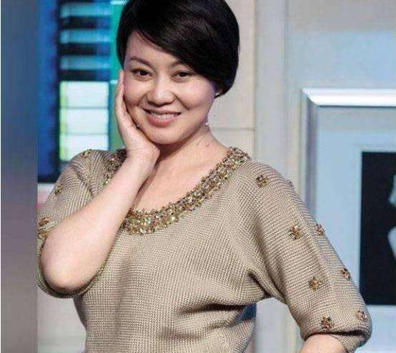 47岁闫妮瘦下来美过女儿,这份曝瘦30斤减肥秘