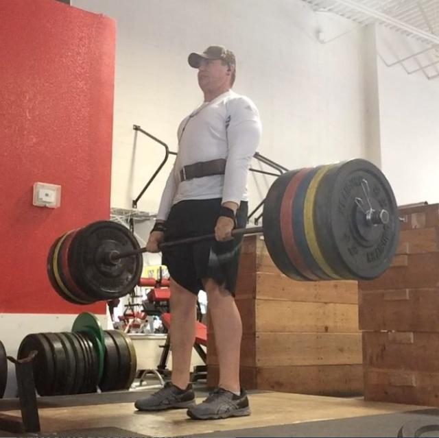 240斤大胖子在健身房里练了一年,去参加健美比
