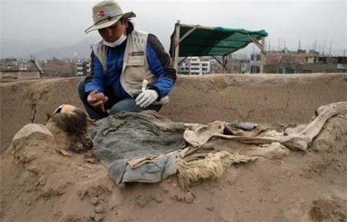 金字塔内挖出16具清朝人遗骸,真相揭开后,中国专家红了眼眶