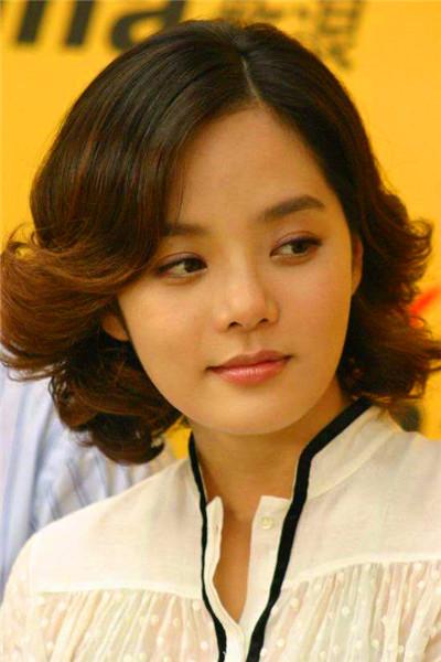 她因《夏娃的诱惑》在韩国走红并获选为韩国2