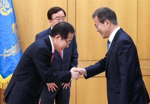 尷尬!文在寅被當面質問:想讓朴槿惠牢底坐穿?