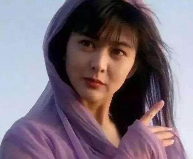 关之琳三个字向陈美琪道歉,陈美琪表示不尴尬