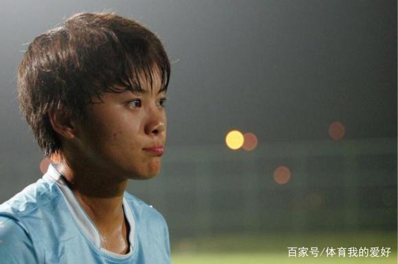 韩国女足报复黑脚,从身后踹倒王霜,队友看不
