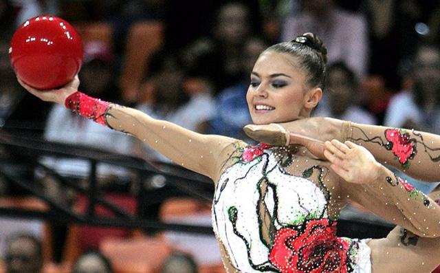 艺术体操界,那些让我们一眼就记住的美女