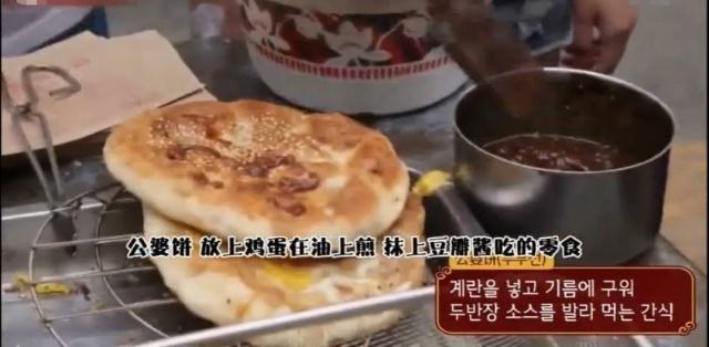韩国节目组到中国美食一条街,美食多挑花眼,一