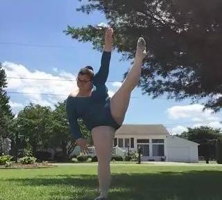 她怀揣梦想,成为首个体重重达170斤的芭蕾舞者