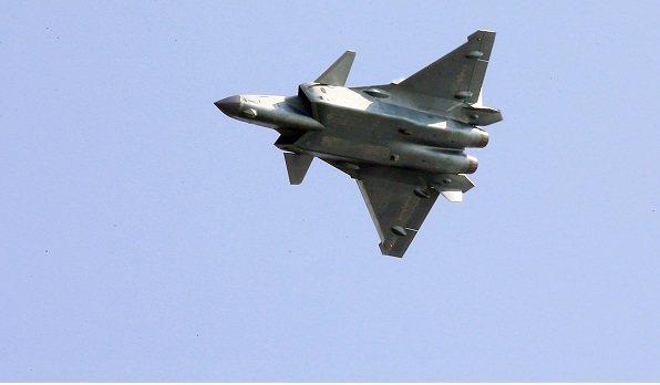 中国歼20飞一小时要花多少钱?一般国家都飞不