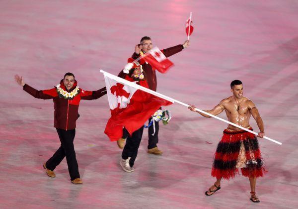西媒:美國冬奧會代表團拋硬幣定旗手引發爭議(全文)