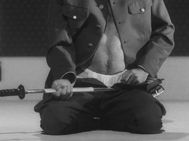 这个挑起侵华战争的畜生,晚年被日本举国声讨