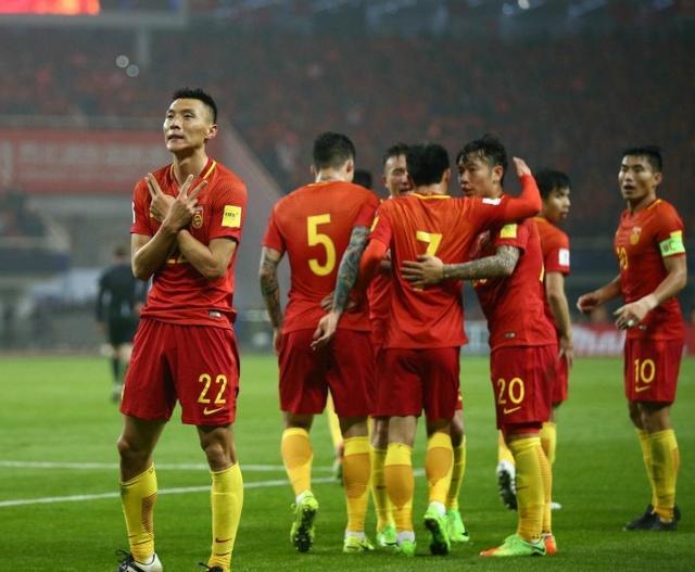 专家预测:国足亚洲杯三战全胜,小组第一出线 球