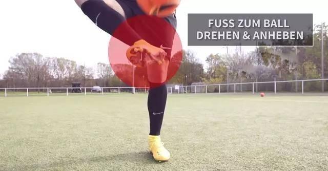 业余足球基础教学!提高稳定性!用脚内侧停球的