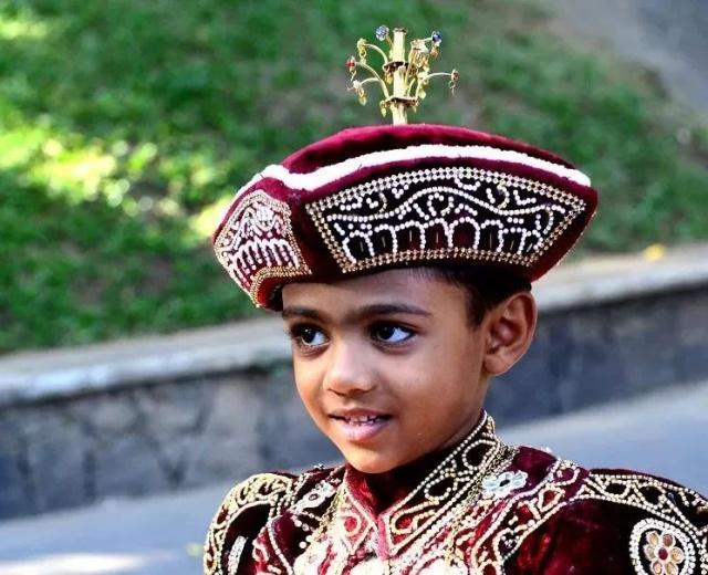 泪光中的大爱之国,2000万人口的斯里兰卡为何