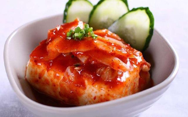泡菜的发明地在中国!韩国小姐姐吃到四川泡菜
