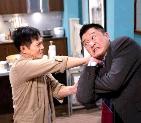 李连杰对师弟照顾有加,劝诫吴京:要夹着尾巴做