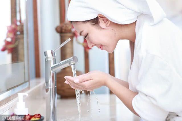 颠覆传统用油洗脸?面部护理油的好处,了解一下