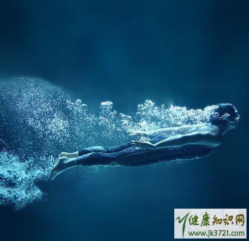 快来看,游泳减肥还是跑步减肥,跑步减肥还是游