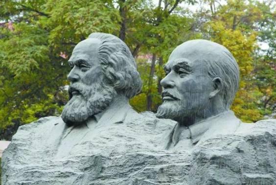不断接受马克思主义哲学智慧的滋养